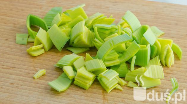 krem z brokułów ze szpinakiem - por