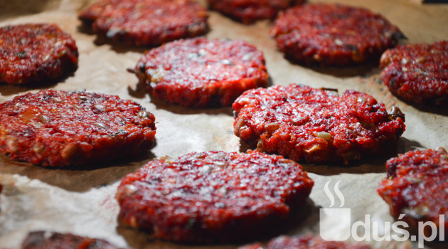 Wegetariańskie burgery z buraka